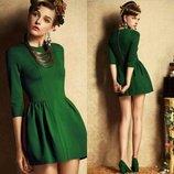 Стильное платье изумрудный малахит