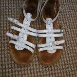 Сандалии римлянки кожаные размер 37 Primark