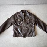 Курточка фирмы Zara kids для девочки 7-8 лет из качественного кожзаменителя