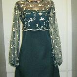 Платье нарядное с сеточкой вышитой цветами, р-р44 маломерка