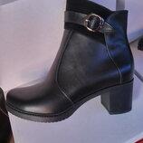 Демисезонные кожаные ботинки на среднем каблуке. Днепр.