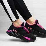 Кроссовки женские Adidas x Yeezy Boost 700 OG black/pink