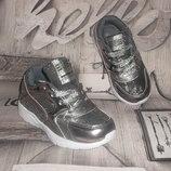 Серебристые легенькие кроссовки