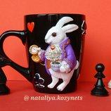 Чашка с полимерной глиной Белый кролик .Кружка с кроликом из Алисы в стране чудес.Чашка с кроликом.
