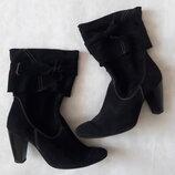 Демисезонные чёрные замшевые сапоги, полусапоги на каблуке