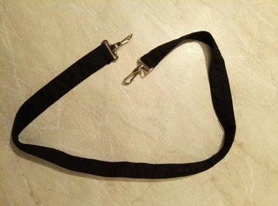Ремешок для мужской сумки черного цвета металлическая фурнитура
