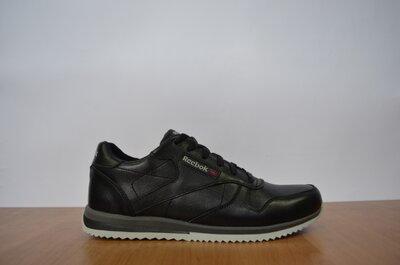 Кроссовки кожаные Reebok черные.