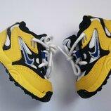 Первые кроссовки. Кроссовки для самых маленьких