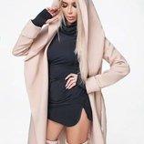 Бежевое пальто с капюшоном