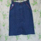 Стильная динсовая юбка миди с красной отделкой/плотная