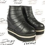 Стильные женские ботинки ботильоны на платформе для модных девушек