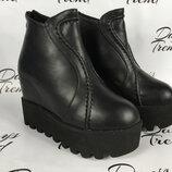 Стильные женские ботинки ботильоны на толстой подошве