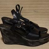 Легкие открытые черные кожаные босоножки на высокой танкетке K by Kookai Франция 40 р.