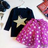 Нарядный костюм с малиновой юбкой для девочки Юбка очень пышная. Принт звёзды.