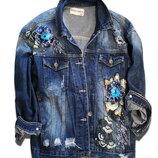 Женская джинсовая куртка с вишивкой
