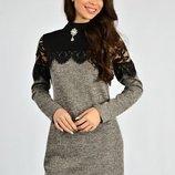Платье элегантное с кружевом и эффектной брошкой.