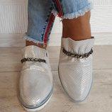 Женские кожаные слипоны с украшением серебро