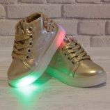 Золотистые ботинки на девочку мигающие весенние красивые светящиеся модные демисезонные