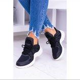 Черные кроссовки белая подошва