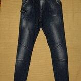 Темно-Голубые джинсы высокой посадки с выбеленностями и потертостями Zara denim rules by TRF. Испани