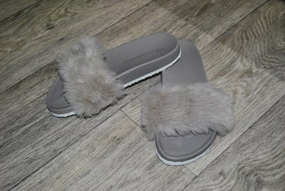 Шлепанцы Atmosphere 36-37 с мехом серые пушистые модные и стильные