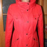 Стильна і яскрава курточка від відомого бренду