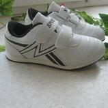 Белые кроссовки,маломерки.