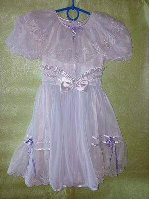 Нежное платье для маленькой барышни на 6-8 лет.