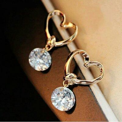 Стильные серьги-гвоздики золотистые сердечки с прозрачным кристаллом цирконом