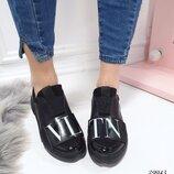 Женские кожаные кроссовки VLTN