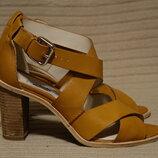 Красивые ажурные кожаные босоножки карамельного цвета на высоком каблуке Clarks Англия 39 1/2 р.