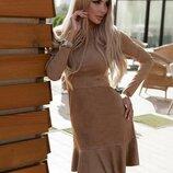 Красивое платье из замши горчичного цвета