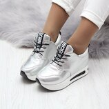 Женские кроссовки на танкетке Moschino