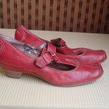 Tamaris 40-41 р./27 см.фирменные кожаные туфли с анатом. стелькой