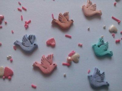 Сахарные голуби для украшения кондитерских изделий