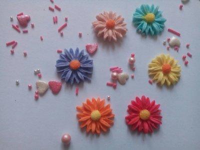 Сахарные цветы волошка для украшения кондитерских изделий