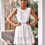 Платье с открытой спинкой белое