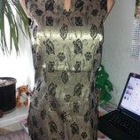 Золотая плотная удлиненная блуза стрейч с черными цветами