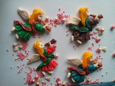 Сахарный ангелок с горном для украшения кондитерских изделий.