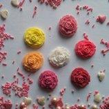 Сахарные розочки средние для украшения кондитерских изделий, размер на фото. Цвета разные Цена за 2