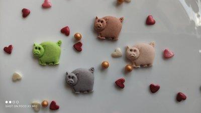 Сахарные свинки для украшения кондитерских изделий, размер на фото. Цвета разные Цена за 3 шт.- 1 гр