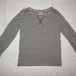 Черно-Белая футболка Next в полоску на девочку 7 лет. Рост 122 см.