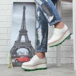 Туфли женские на платформе Modus белые с зеленым со шнуровкой