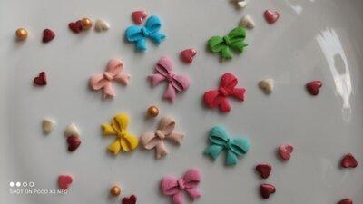 Сахарные бантики для украшения кондитерских изделий. размер на фото. Цена за 5 шт.- 1 грн.