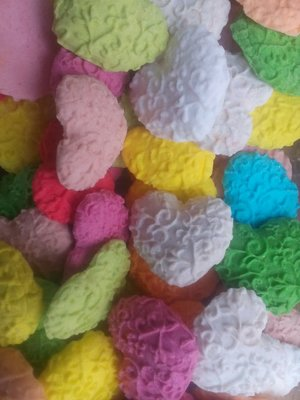 Сахарное сердце большое для украшения кондитерских изделий. размер на фото. Цена за 2 шт.- 1 грн.