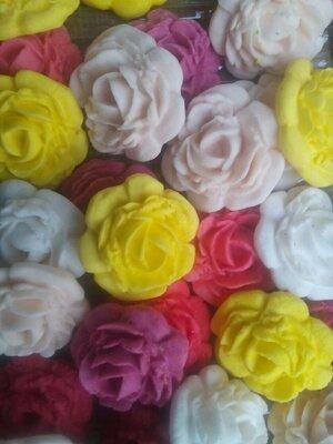 Сахарные цветы роза крупная для украшения кондитерских изделий. размер на фото. Цена за 1 шт.- 1 гр