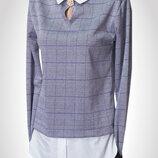 Стильна жіноча блузка-обманка сірого кольору в клітинку