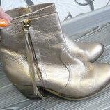 Эффектные ботиночки под золото.
