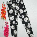 Суперовые фактурные стрейчевые брюки леггинсы в цветочный принт New Look .