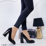 Черные лаковые туфли на каблуке 37,39-41р